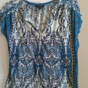 #205 Lucky Blue & White T-shirt Size Small